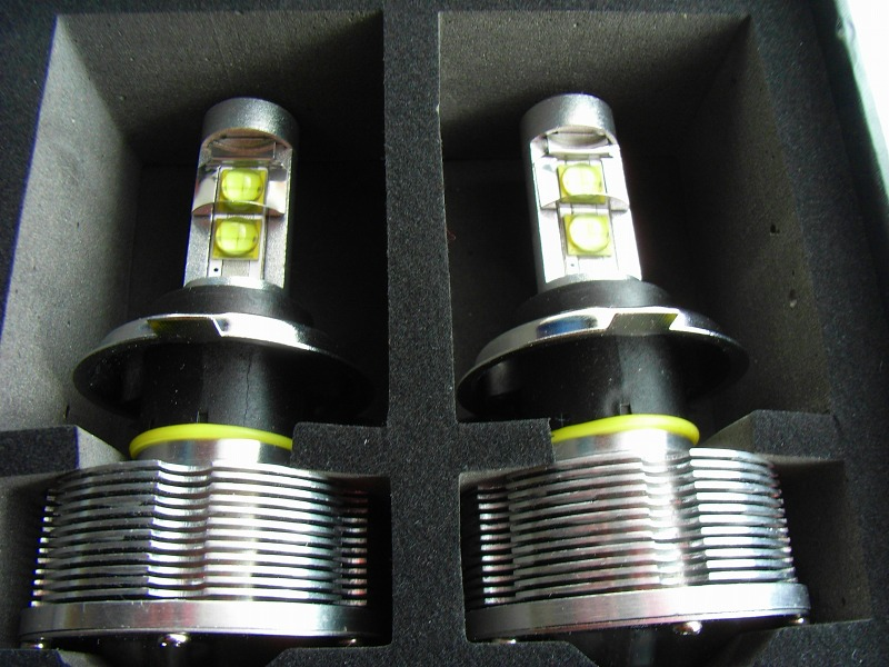 箱を開けると内容物はなんとバルブと電源コードのみ。これをみて「HID」から「LED」後付けヘッドライトの時代到来と直感しました。
